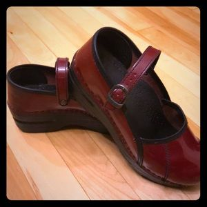 Dansko Mary Janes 37, red patent leather